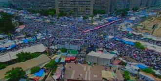 Adeviye Meydanı'nda Milyonluk Miting
