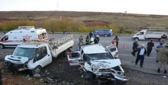 Adıyaman'da Trafik Kazası: 2 Ölü, 4 Yaralı