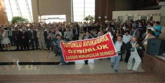 Pankart Açan Avukatlara Beraat