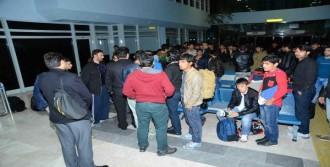 Afgan Kaçaklar Ülkelerine Gönderildi