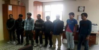 Afganistan Uyruklu 8 Kaçak Yakalandı