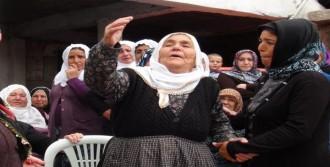 Afganistan'da Ölen İşçisi Kayseri'de Toprağa Verildi