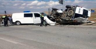 Trafik Kazası: 4'ü Polis, 5 Yaralı