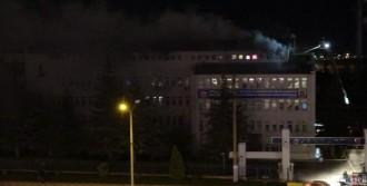 Çatı Katında Yangın Çıktı