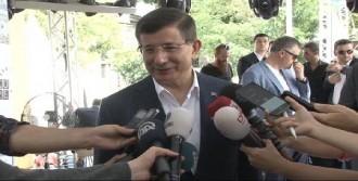 Ahmet Davutoğlu Kitabını İmzaladı
