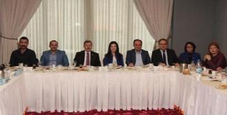 'AK Partililerin Ağabeyi Arınç'tır'
