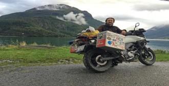 Akademisyen, Motosikletle Dünyayı Geziyor