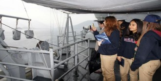 Askeri Gemiler Öğrencileri Gezdirdi