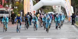 Alanya'da Yol Bisikleti Yarışı Yapıldı