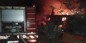 Alevler İki Katlı Evi Küle Çevirdi