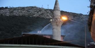 Alevlerin Arasında Kalan 5 Kişiyi İtfaiye Kurtardı