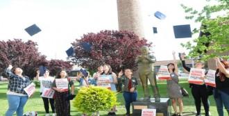 Korkamaz'ın Heykelinin Önünde Keplerini Attılar