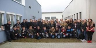 Almanya'da Türk Gençlerine Çağrı