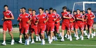 Eroğlu'ndan Futbolcularına Gözdağı