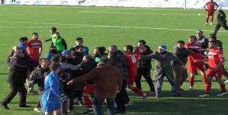 Amatör Maçta Kavga: 1 Futbolcu Yaralandı