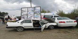 Ambulans Otomobille Çarpıştı: 1 Yaralı