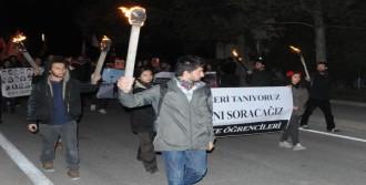 Anadolu Üniversitesi'nde Meşaleli Oturma Eylemli