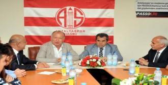 Antalya'da 2 Bin Öğrenciye Ücretsiz Passolig Kartı