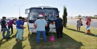 Antalya'da Otel Servisi Refüje Çıktı: 5 Yaralı