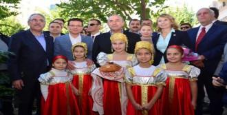 Çavuşoğlu'na Hürrem Sultan Tablosu Hediyesi