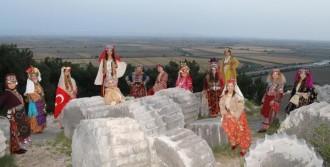 Antik Kentte Anadolu Kadını Temalı Defile