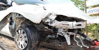 Aracın Motoru Yola Fırladı: 1 Yaralı