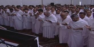 Arafat'ta Gözyaşları İçinde Vakfe Duası