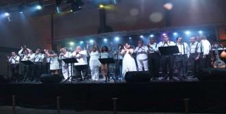 Arene'da Aegean Band Rüzgarı Esti