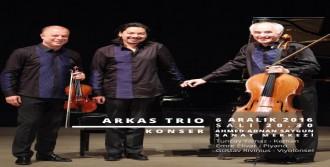Arkas Trio, Eçev İçin Sahne Alacak