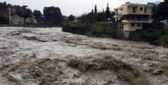 Arnavutluk'ta Sel Felaketi