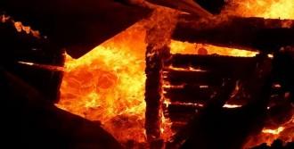 Artvin'de Ev Yangını: 1 Ölü