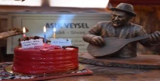 'Doğum Gününde Pasta Keserek Andı'