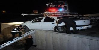 Askıda Kalan Otomobili Ahtapot Çekici Kurtardı