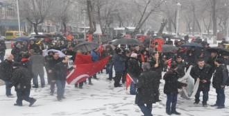 Gaziantep'te Kar Altında Kutlama