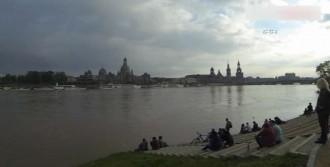 Avrupa'da Sel Can Almayı Sürdürüyor