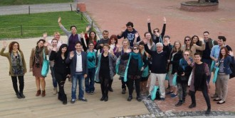 Gençler İzmir Gönüllülerini Dinledi