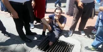 Ayağı Mazgala Sıkışan Genci İtfaiye Kurtardı