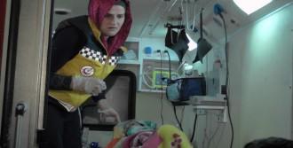 'Ayaz' Bebek Ambulansta Doğdu