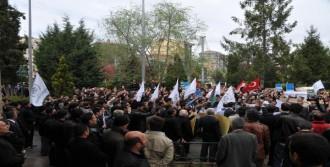 Aynı Camide 2 Ayrı Mısır Protestosu