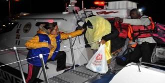 Ayvacık'ta Lastik Botta 45 Mülteci Yakalandı