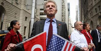 Türk Bayrağını Göndere Çekti