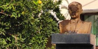 Milas'ta Atatürk Büstüne Saldırı