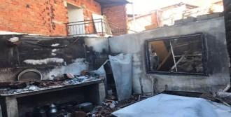 Bahçede Yakılan Ateş Üç Evi Kül Etti