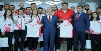 Bakan Çağatay Kılıç, Atletizm Milli Takımı'nı Kabul Etti