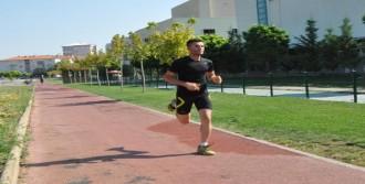 Bakan'dan Maratoncuya Teşekkür