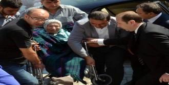 Bakan Eroğlu Annesiyle Oy Kullandı