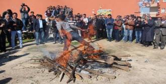 Bakan Şimşek, Nevruz Ateşi Yaktı