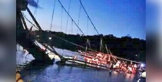 Bali'de Asma Köprü Çöktü