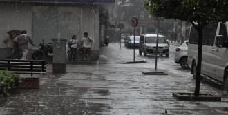 Balıkesir'de 11 Dakikalık Yağmur Hayatı Felç Etti