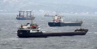 Bandırma'da Fırtına Deniz Ulaşımını Engelliyor